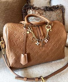 LV Shoulder Tote Louis Vuitton Handbags New Collection to Have Luxury Handbags, Louis Vuitton Handbags, Louis Vuitton Speedy Bag, Purses And Handbags, Louis Vuitton Monogram, Tote Handbags, Louis Vuitton Collection, Luxury Bags, Cross Body Handbags
