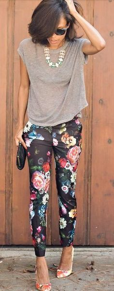 Floral skinnies and a grey tee. Love this outfit! Women's fall fashion clothing outfit