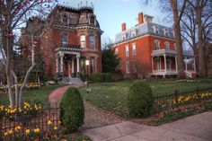 Victorian Homes in Quincy  Quincy is known for its architecture, and perhaps no place in Illinois has a higher concentration beautiful homes than Gem City.  The following homes can all be found on Maine Street. #lights #flowers #victorianhome