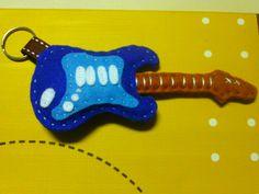 Guitarra em feltro - porta chaves