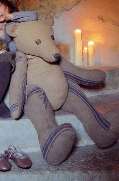 Un ours cousu en tissus de récup'