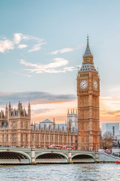 10 Beautiful Palaces In London You Have To Visit England UK United Kingdom Travel Destinations Honeymoon Backpack Backpacking Vacation City Aesthetic, Travel Aesthetic, Interesting Facts About London, Couple Travel, Girl Travel, Beach Travel, Voyage Europe, London Places, Beautiful Places To Travel