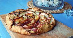 Naprostá klasika. Křupavé křehké těsto vonící máslem a jablka se skořicí. Klasický recept, musím se přiznat, že často ho sníme doma dříve...