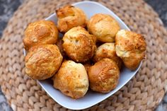 Recette de gougères au Thermomix TM31, Thermomix TM5 ou Thermomix TM6. Réalisez cette entrée en mode étape par étape comme sur votre appareil ! Cooking For Dummies, Pretzel Bites, Entrees, Buffet, Appetizers, Bread, Vegetables, Ethnic Recipes, Desserts