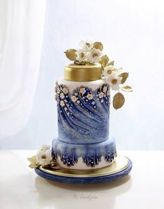 Beautiful and creative cake....love the blue and gold together.   ᘡղbᘠ