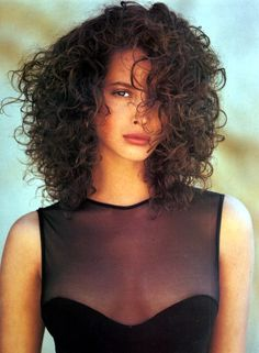 Models with naturally curly hair - the Fashion Spot