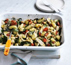 Fresh gnocchi makes weeknight cooking easy. We've added succulent chicken, veg and a generous dollop of pesto for a speedy, healthy oven bake. Chicken And Gnocci, Chicken Pesto Recipes, Healthy Baked Chicken, Gnocchi Recipes, Pesto Chicken, Healthy Pesto, Healthy Baking, Healthy Food, Healthy Meals