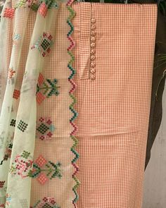 Hand Embroidery Dress, Embroidery Suits Design, Hand Embroidery Designs, Machine Embroidery, Punjabi Suits Designer Boutique, Indian Designer Suits, Dress Neck Designs, Sleeve Designs, Printed Kurti Designs