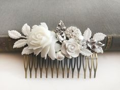 White Flower Wedding Hair Comb Large Bridal Hair Pin Elegant Boho Chic Hair Adornment for Bride Romantic Vintage Design, Leaves, Rhinestone, Pearl