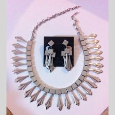 pre-owned rare RETRO modern contemporary costume jewelry clipped earrings necklace set | Scott's Marketplace