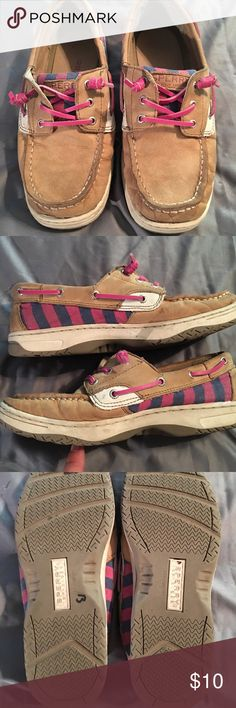 Speedy Topsiders Pink accents perfect for any girl! Minor wear but in great condition Sperry Top-Sider Shoes