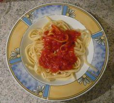 Das wohl klassischste aller veganen Essen: Jessi machte sich zum Abend Spaghetti mit Tomatensoße