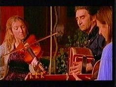 Dougie MacLean - 'S Fhada Leam An Oidche Ghemhraidh Music Love, My Music, Fraser Clan, Scottish Music, Celtic Music, Celtic Thunder, Harris Tweed, Folk Music, Inge Look