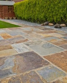 A slate paving with a blend of black, copper and gold tones. Nustone's Rustic-Copper slate patio kit consists of four sizes, a total of 58 pieces, covering Per and options can only be purchased with a minimum order of one full crate. Paving Stones, Patio Kits, Outdoor Patio Decor, Slate Paving, Patio Flooring, Rustic Patio