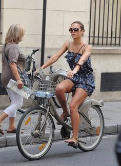 Celebrity Bike Style With Jessica Alba