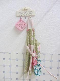 Shabby Chic Hakenleiste fürs Puppenhaus / Hooks Dollhouse Miniatures