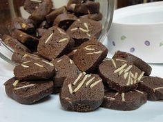 Biskut Coklat Badam Brownie Cookies, Cookie Desserts, Yummy Cookies, Cake Cookies, Cookie Recipes, Eid Recipes, Resepi Cookies, New Years Cookies, Eid Food