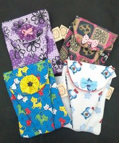 https://www.facebook.com/vickartes/ Conheça meus produtos! Bolsinha para kit de manicure, confeccionado em algodão; compartimento para colocar até 2 alicates de cutícula; fechamento com botão de pressão
