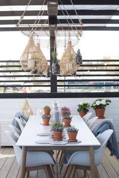 Asuntomessukurkistus ja raudoitusverkkoteline    lippuarvonta Interior Inspiration, Table Decorations, Furniture, Terrace, Home Decor, Garden, Flowers, Plants, Blog