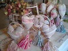 puerteros - Buscar con Google Fabric Crafts, Diy Crafts, Tassel Curtains, Craft Stalls, Diy Tassel, Tassels, Fabric Garland, Shabby Chic, Lavender Bags