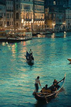 Desde que tengo uso de razón he querido viajar a Venecia...(Mmmmm e.e)