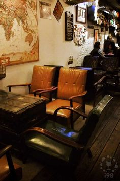 WooTP 窩台北, Lounge Bar in Taipei.  座位一隅。窩台北的佈置十分美式。  【i98愛酒吧】提醒您《酒後不開車 安全有保障》