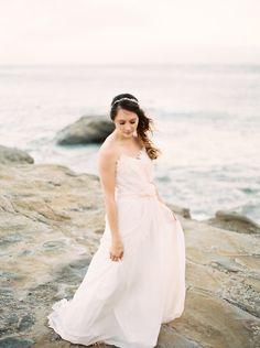 Coastal Bridal Inspiration in a Jeweled Headpiece | Wedding Sparrow | Jessica Lyons Photography