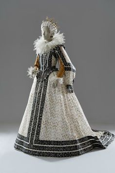 Marie de' Medici, painted paper dress by Isabelle de Borchgrave, 2006, inspired by a 1595 portrait by Pietro Facchetti in the collection of the Palazzo Lancellotti, Rome