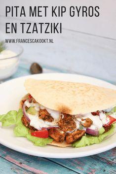 Pita met kip gyros en tzatziki - Francesca Kookt Greek Recipes, Raw Food Recipes, Chicken Recipes, Healthy Recipes, Feel Good Food, I Love Food, Gyro Pita, Greek Dishes, Small Meals