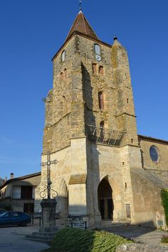 """Lavardens, Classé """"Plus Beau Villages de France"""" et son château si particulier."""