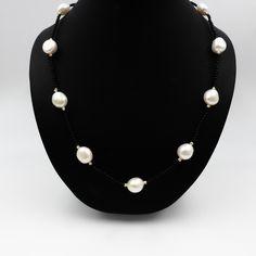 dbb0b0ed3b70 Collar a una vuelta de perlas barrocas blancas y mini ágatas de imitación.  Largo 90