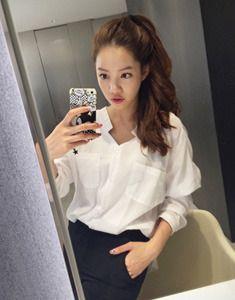 【Bagazimuri】ナチュラルで洗練した印象のVネックシャツです。 余裕のあるフィット感で着心地よく華奢なラインを強調! 通勤スタイルから大人カジュアルまで幅広く着こなせます。