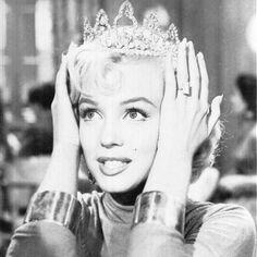 I'm a Princess - Marilyn Monroe Black Aesthetic Wallpaper, Aesthetic Iphone Wallpaper, Aesthetic Wallpapers, Black And White Picture Wall, Black And White Pictures, Bad Girl Aesthetic, Retro Aesthetic, Im A Princess, Princess Diana