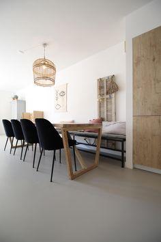 Gietvloeren: een mooie basis voor elk interie... - UW-vloer.nl Dining Bench, Interior, Furniture, Home Decor, Decoration Home, Table Bench, Indoor, Room Decor, Home Furnishings