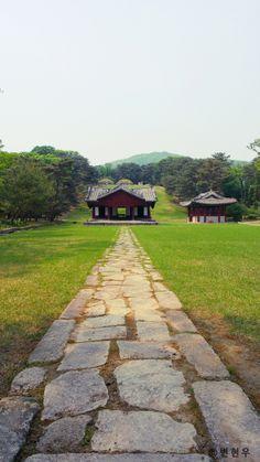 조선왕릉[Royal Tombs of the Joseon Dynasty]-헌릉(태종)  - I have the weirdest obsession with the Joseon Dynasty. I want to visit King Sukjong's tomb and Lady Hee Bin's (Jang Ok Jungs) tomb the most.