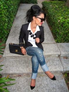 blazer negro con camisa outfit mujer