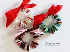 Everyday Art: Handmade Christmas Ornaments: Button Wreaths