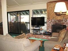 $1626 Mammoth 4 Bedrooms, 3 Baths