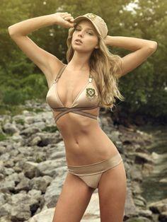 Harika Bikini modeli