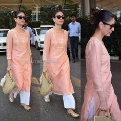 Airport Style ✈️ - Kareena Kapoor Khan snapped at the airport today. Kurta Designs Women, Salwar Designs, Blouse Designs, Pakistani Dresses, Indian Dresses, Indian Outfits, Kareena Kapoor Suit, Deepika Padukone, Indian Attire