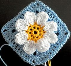 *Free Pattern:  Dainty Daisy Crochet Block by Šárka Homfray