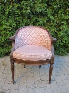 Toronto: upholstered chair $30 - http://furnishlyst.com/listings/402096