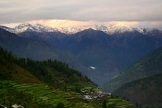 Tirthan valley is one of the most breath-taking places in entire Himachal. Think bon-fires, music, a beautiful river and homestays that are more welcoming than 5 star hotels or resorts.