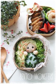 Beautiful blog with beautiful bento | http://www.bentomonsters.com/2014/04/earth-day-bento.html