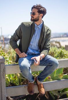 men's spring outfit ideas - light wash jeans loafers
