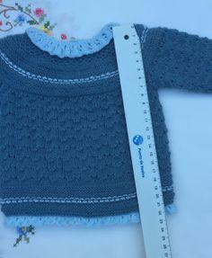 para la espalda. Tejemos ahora cada pieza por separado menguando 1 p. a 1 p. del borde, cada 2 v. 2 veces (en las piezas de la espalda haremos estos menguados en el lado Baby Knitting, Crochet Top, Sweaters, Women, Fashion, Baby On The Way, Crochet Boys, Knit Patterns, Nightgown