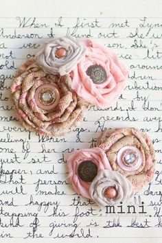 Outstanding diy flowers tips are available on our internet site. Check it out and you wont be sorry you did. Fabric Crafts, Sewing Crafts, Sewing Projects, Diy Crafts, Lace Flowers, Fabric Flowers, Floral Lace, Fabric Bows, Beautiful Flowers