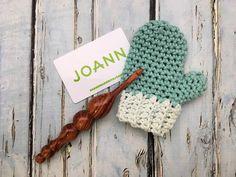 Free Christmas Gifts, Christmas Gift Card Holders, Crochet Christmas Decorations, Crochet Christmas Ornaments, Crochet Decoration, Christmas Crochet Patterns, Holiday Crochet, Crochet Gifts, Crochet Snowflakes
