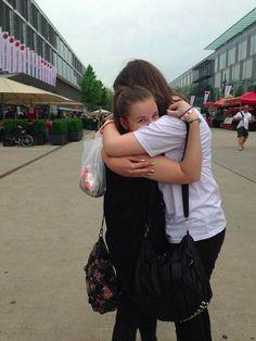 Spotkanie po roku znajomości z jedną z moich ulubionych osób na świecie 1300 kilometrów od domu, przed koncertem 1D w Szwajcarii :)