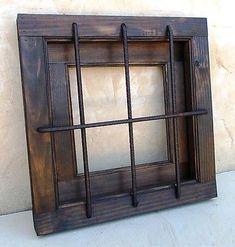ventana rustica madera con rejas en cruz ,forjada